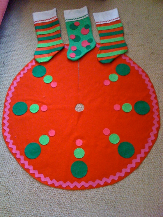 Christmas Decorations Homemade Felt Stockings and Tree Skirt